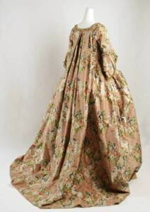 Robe à la française (1710–74) - Metropolitan Museum of Art, New York