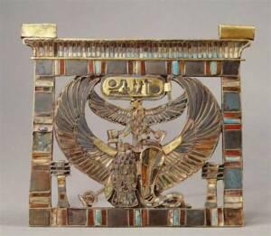 Pectoral au nom de Ramsès II, trouvé par Mariette dans la tombe de Khaemouaset à Saqqarah - Photo (C) RMN-Grand Palais / Les frères Chuzeville - Musée du Louvre