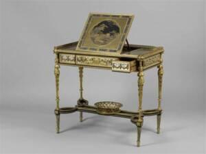Table à écrire à pupitre (1784) d'Adam Weisweiler, François Rémond - Photo (C) Musée du Louvre, Dist. RMN-Grand Palais / Thierry Ollivier