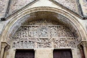 Tympan de l'abbatiale Sainte-Foy de Conques - Wikimedia commons