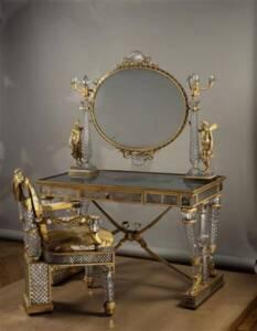 Table et fauteuil de toilette - Marie-Jeanne-Rosalie Desarnaud-Charpentier, d'après Nicolas-Henri Jacob (1819) - Photo (C) RMN-Grand Palais / Guy Vivien - Musée du Louvre