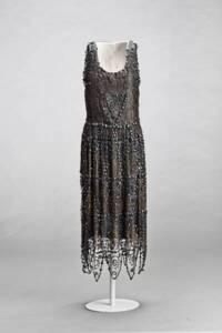 Robe mi-longue en tulle de soie noire ornée de strass et de perles, Madeleine Vionnet (entre 1921 et 1930) - Museo Del Traje (Madrid)